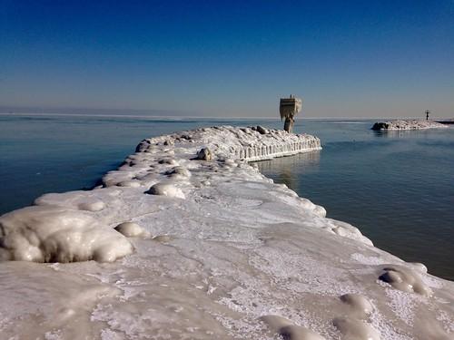 winter chicago ice frozen lakemichigan lakeshore icy lakefront breakwater pw burnhampark 31ststreetbeach