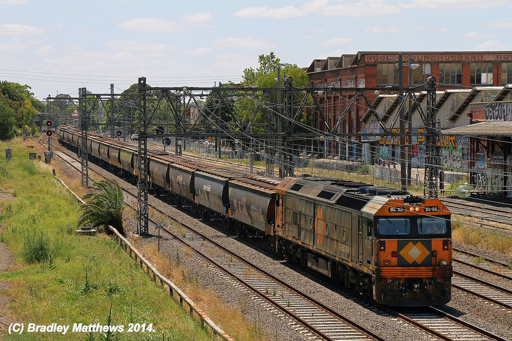 BL32 with #9543 up PN grain to Tottenham Yard via Nth Melbourne RRL at Kensington (17/12/2014) by Bradley Matthews