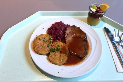 Marinated pot roast with red cabbage & bread dumpling / Sauerbraten mit Blaukraut und Serviettenklößen