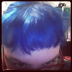 Mumsicle helped me dye the hair blue again. Goodbye annoying pink and purple hair for a week or so.....