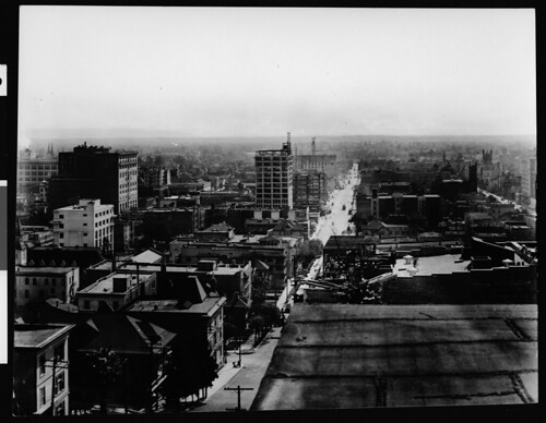Panoramic view of Los Angeles, looking southeast from Fourth Street and Grand Avenue, ca.1913 (CHS-5804)