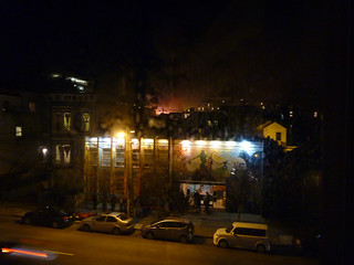 #1 suddenly smoke smell filled the air and i looked out my living room window, another big (4 alarm) fire in the mission district of san franciosco 1-15