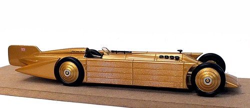 Bizarre Seagrave Golden Arrow (1)