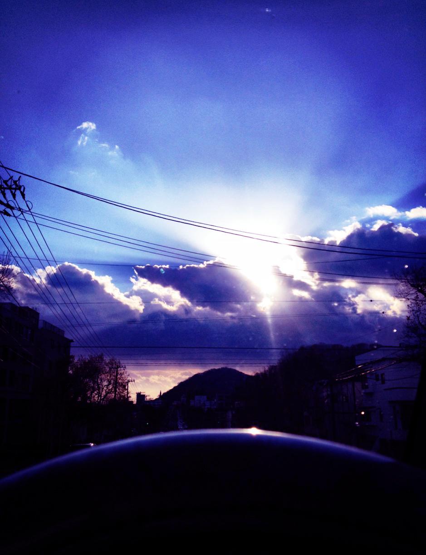 朝日の透明感の空