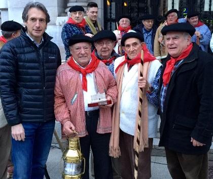 La Plaza del Ayuntamiento acoge la tradicional fiesta de las Marzas