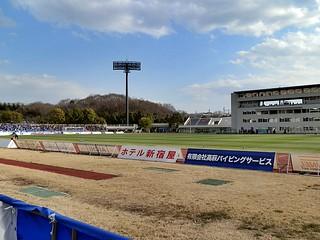 会場はゼルビアの本拠地、町田市立陸上競技場。仮設のメディアセンターが建設され、メインスタンドの改修工事が始まっている。
