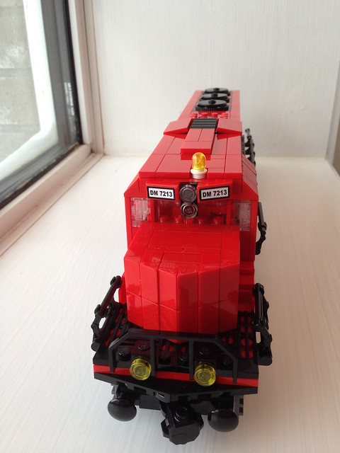 Latest train MOC 15737481307_9de572893e_z