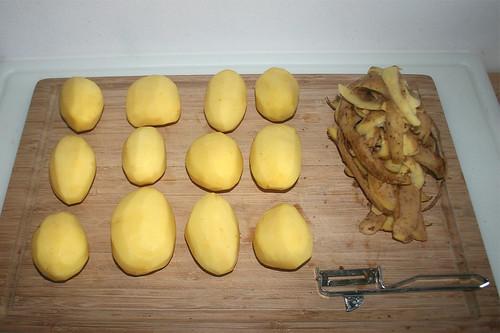 35 - Kartoffeln schälen / Peel potatoes
