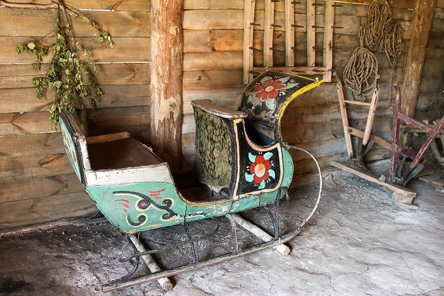 Old Russian sled in the museum of wooden masterpieces, Suzdal, Russia スズダリ、木造建築博物館の可愛いソリ