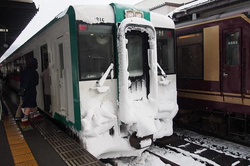 冬の鳴子温泉郷 山形方面から来た列車は凍てついていた…