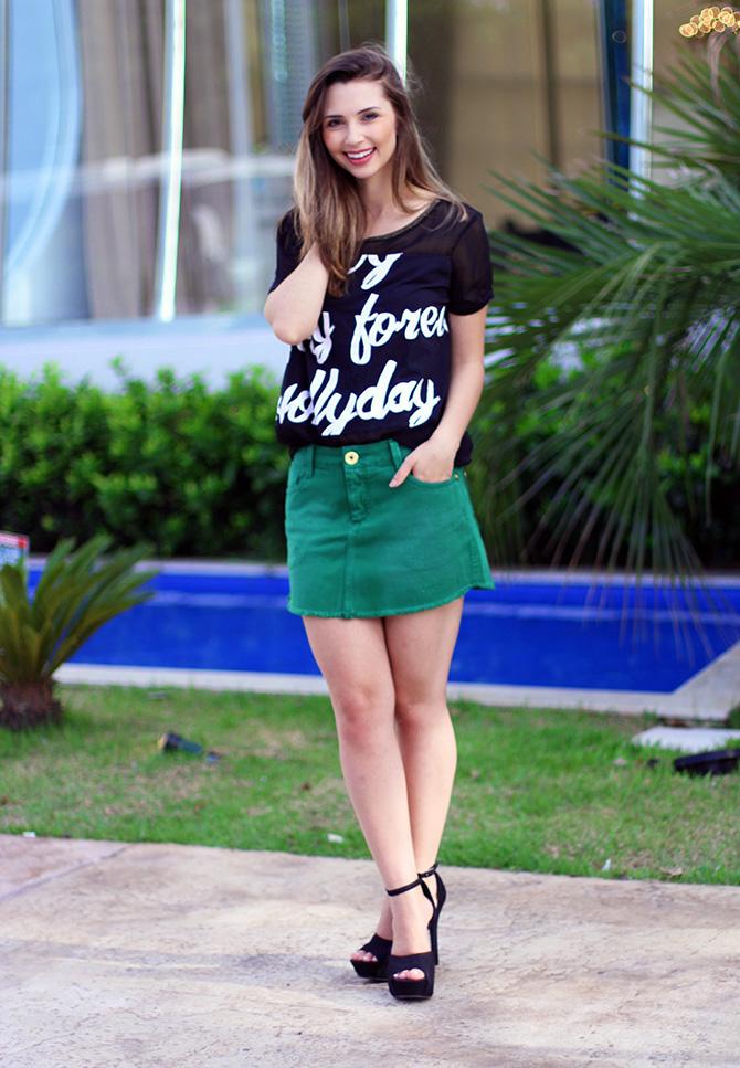 01-look saia jeans verde e blusa preta naguchi blog sempre glamour