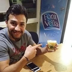 Tomás de @eliteroyalrestaurantclub probando una sopa fría gelatinosa, sí, gelatina de sopa :astonished::thumbsup:. #fitness #fitnesslife #fitnessstyle #fitnessworld #fitnessplanet #fitnessfood #foodporn #motivation #fitnessmotivation