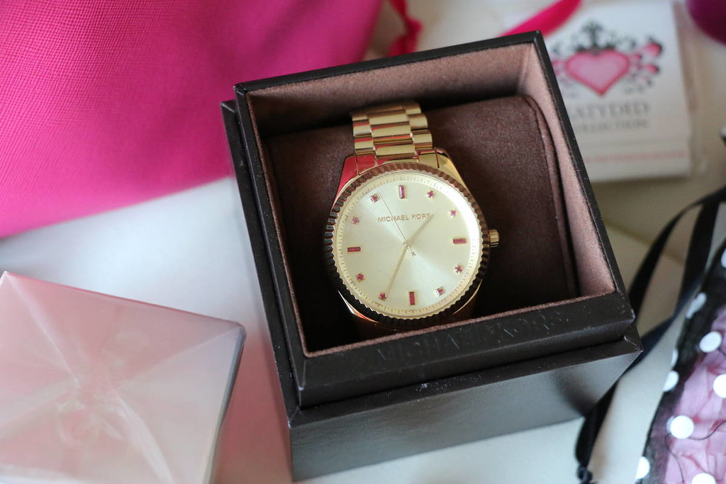 Styleanthropy-Holiday-2014-giveaway-mk-watch