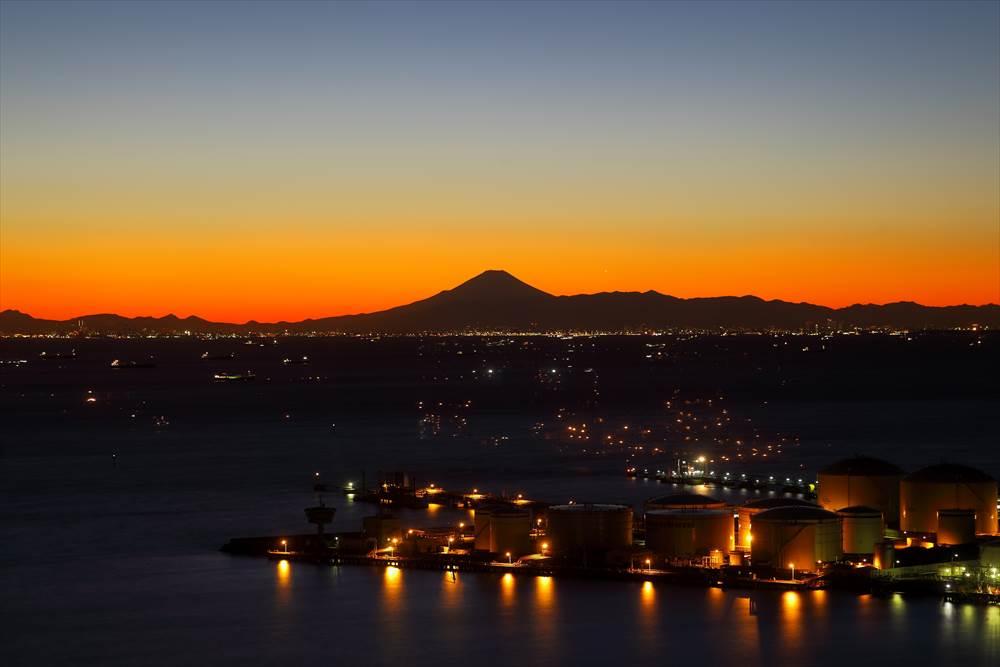 千葉ポートタワーからの富士山の風景