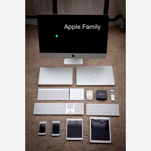My Apple Family. 从上往下从左往右:iMac, Macbook Pro 13, Macbook Pro 15, Wireless keyboard, MagicPad, Magic Mouse, Apple TV, Wired keyboard x2, iPhone 5s, iPhone 6, iPad mini 2, iPad Air