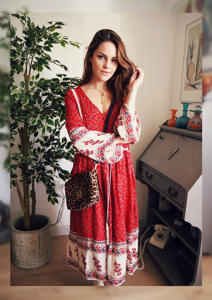 Zara red bell sleeve 70s dress