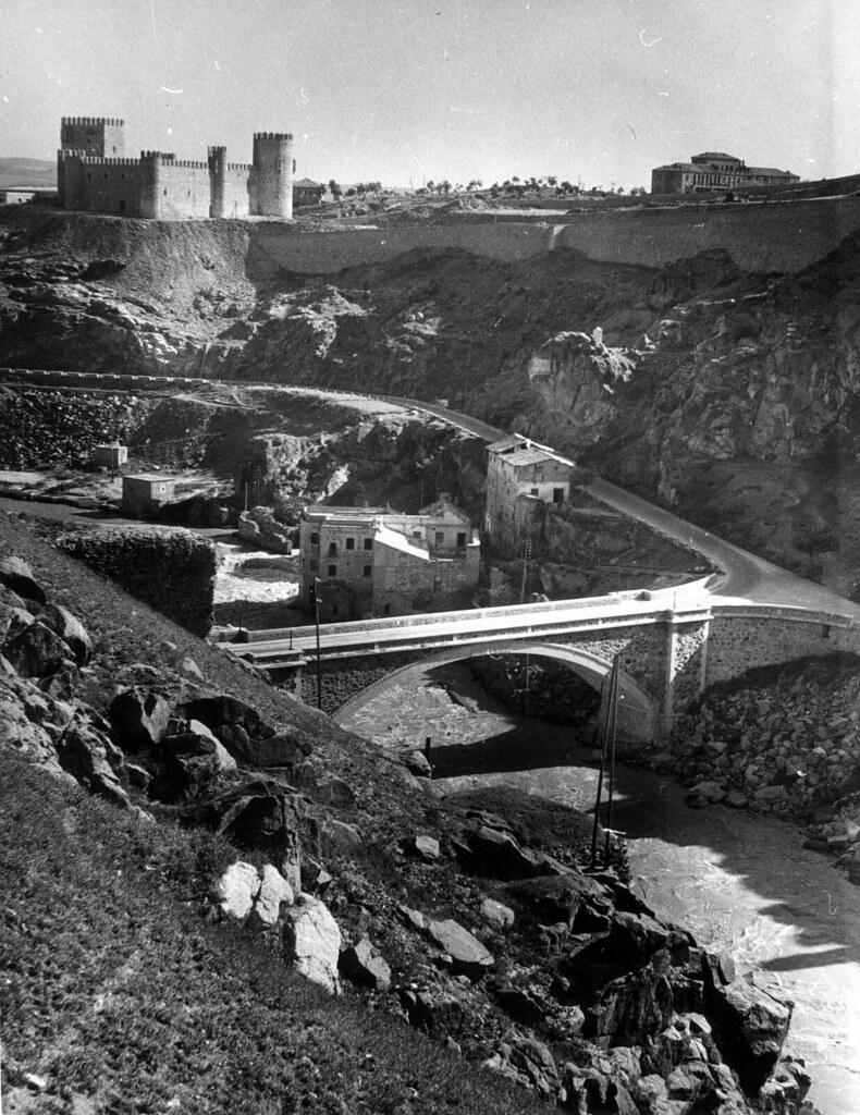 Castillo de San Servando y Puente Nuevo de Alcántara en 1952. Fotografía de Erika Groth-Schmachtenberger © Universitätsbibliothek Augsburg