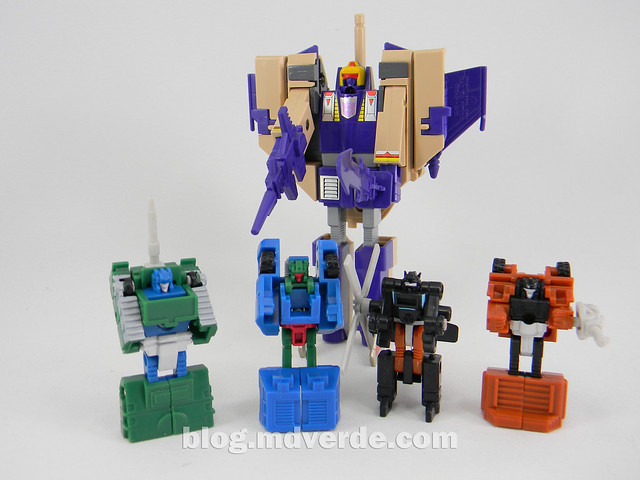 Transformers Micromaster Military Patrol (Bombshock, Tracer, Dropshot, Growl) - Transformers G1 Micromasters - modo robots vs Blitzwing