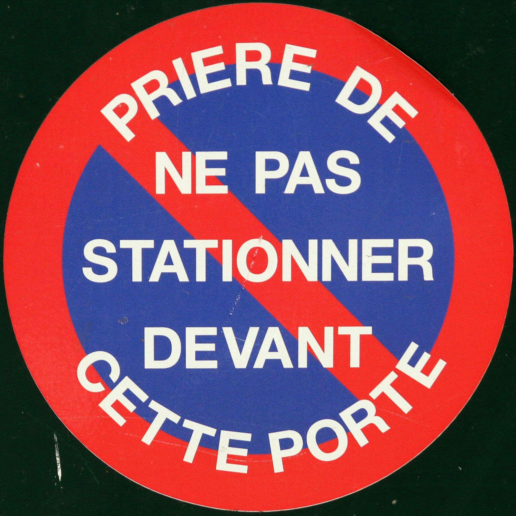 Pri re de ne pas stationner devant cette porte please do for Panneau interdiction de stationner devant garage
