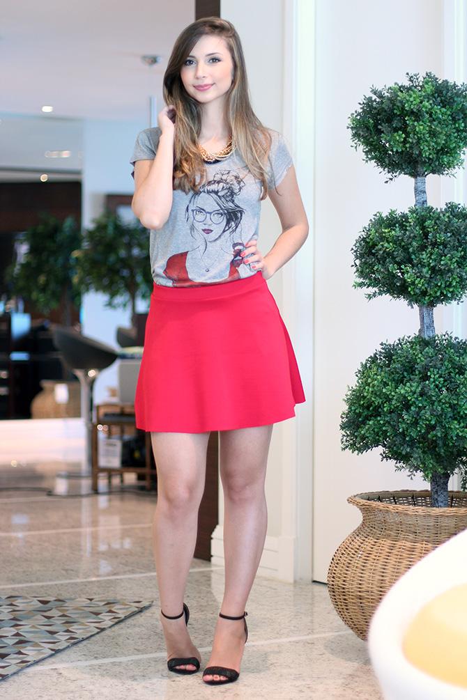 02-look do dia saia vermelha e t-shirt la mandinne blog sempre glamour