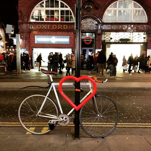 For Valentine's Day a British artist collaborated with #cyclehoop and made 14 red #HeartsOfLondon we loved it #cyclechic #eastlondon #hackney #London #bikelanes