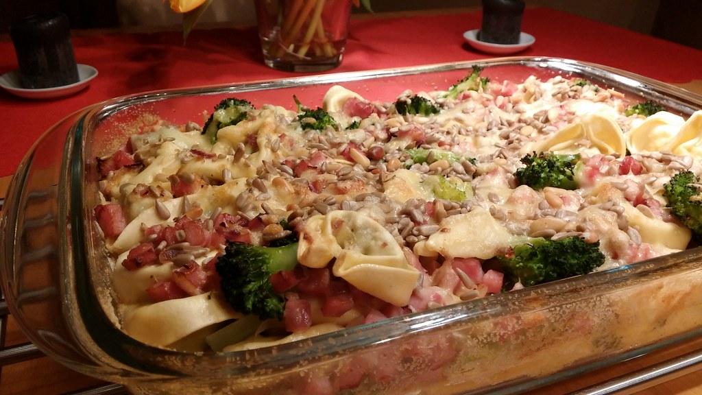 Tortellini-Auflauf mit Brokkoli und Schinken