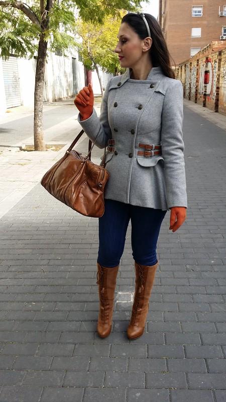Abrigo, levita, Holy Preppy, gris, camel, hebillas, tableada, cuello mao, jeans, botas camel acordonadas, bolso camel, guantes caldera, frock coat, grey, camel, buckles, pleated, mao collar, Jeans, laced camel boots, camel bag, boilered gloves, Berskha, Bimba & Lola, El Corte Inglés