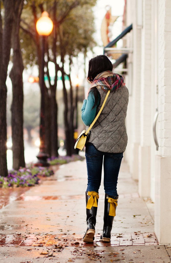 cute & little blog | petite fashion | herringbone excursion vest, zara blanket scarf, joules evedon wellies rain boots, yellow crossover bag | winter outfit