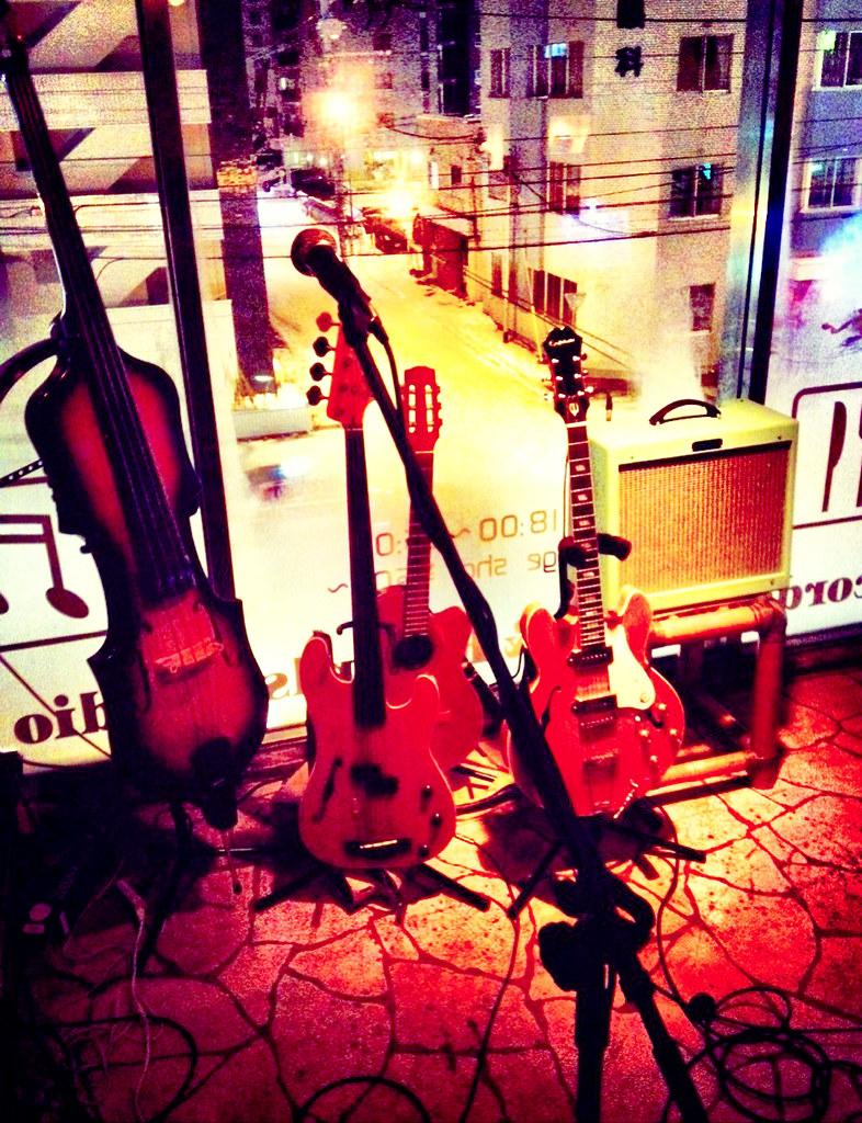 本番前の楽器たち
