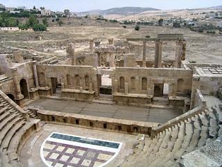 North Theatre の画像. geotagged jordan jor jordania gerasa jarash geo:lat=3228241840 geo:lon=3589243592