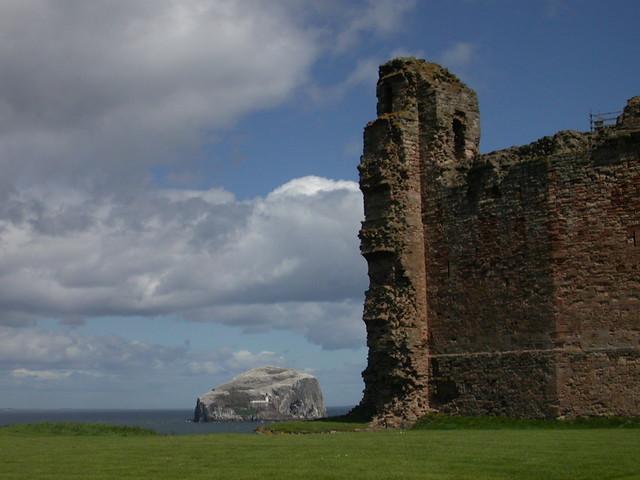 Tantallon Castle & Bass Rock, Nikon E2500