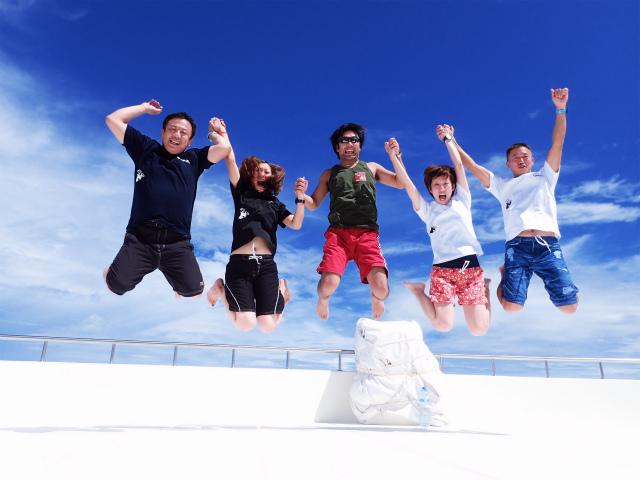 海外ツアー恒例のジャンプ撮影♪ 最終日は全員で挑戦しましょ♪