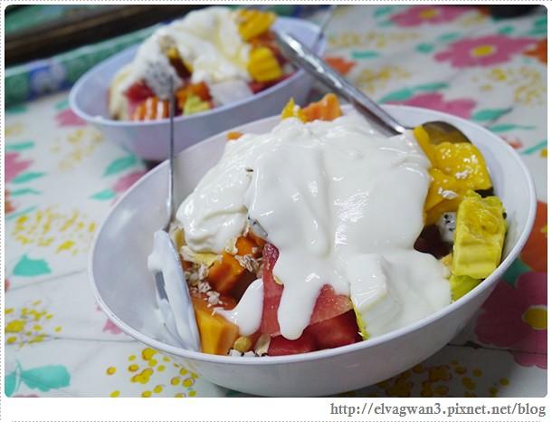 泰國-泰北-清邁-Somphet Market-Tip's Best Fresh Fruit Smoothie-市場-果汁攤-酸奶水果沙拉-燕麥水果優格沙拉-香蕉Ore0-泰式奶茶-早餐-27-646-1