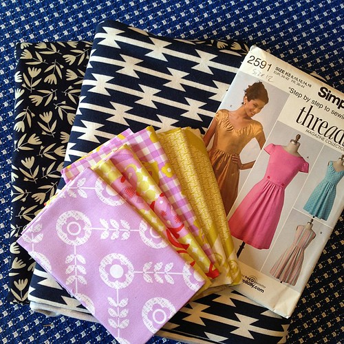 5:365 Pretty awesome mail day! Fabric for clothing (including a knit 😱), an OOP pattern, and some FQs from @tlkretz - thanks bunches!!