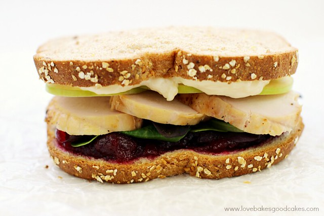 This Cran-Apple Turkey Sandwich is a great way to use up some of those Thanksgiving leftovers! #LeftoverFriday #ad