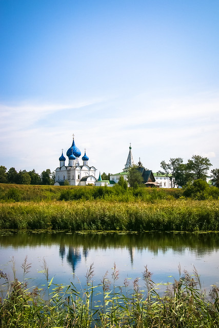 Cathedral of the Nativity view from the opposite side of the Kamenka river, Suzdal スズダリ、カーメンカ川対岸から見たラジヂェストヴェンスキー聖堂