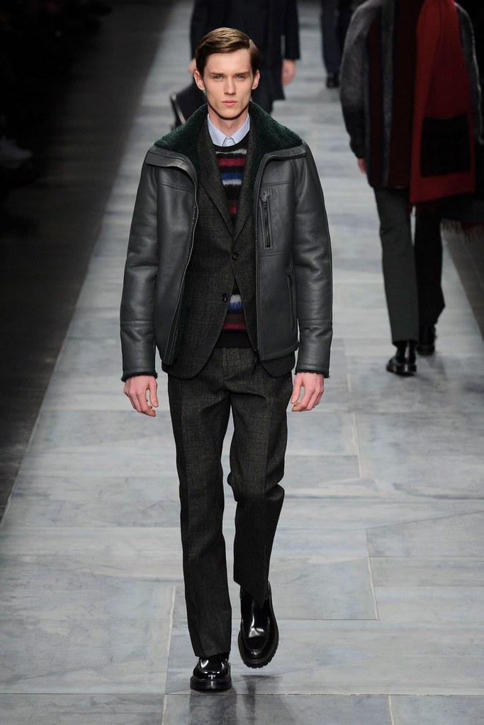 Yulian Antukh(Antuh)3095_2_FW15 Milan Fendi(fashionising.com)