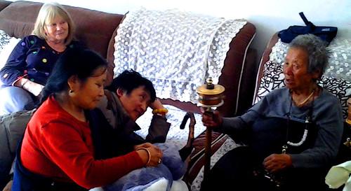 Ayi zingend voor o.m. Nyima Kunga en Ineke de Wit