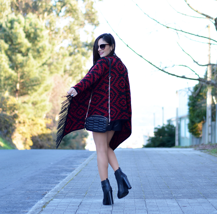 poncho_zara_pullandbear_boots_ootd_outfit_05