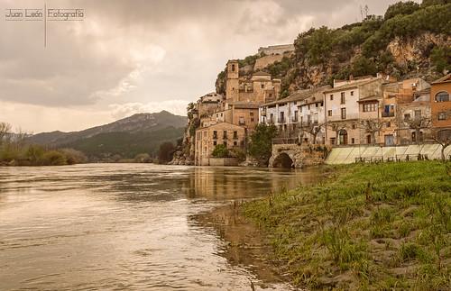 españa mountain castle clouds río river landscape town spain nikon pueblo paisaje nubes catalunya castillo cataluña tarragona montañas miravet d4s nikon1635f4 riberadeebro riberedebre