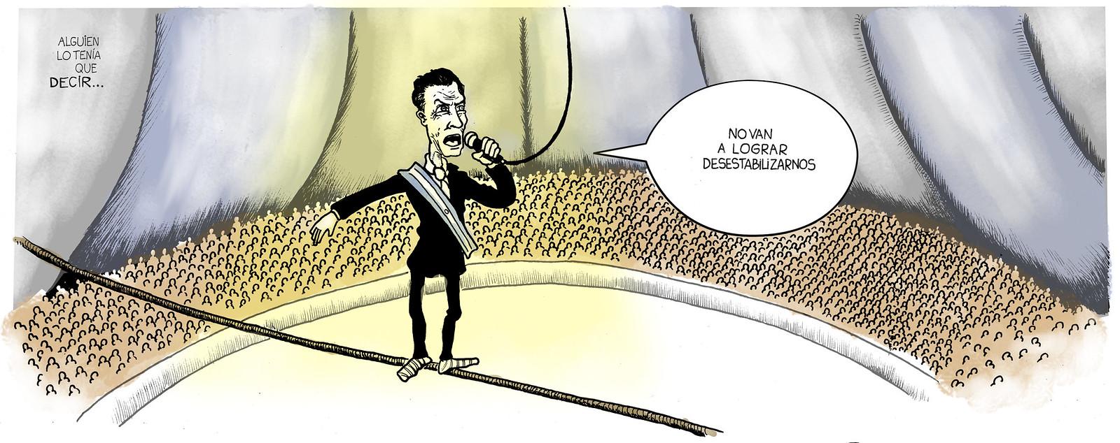 Mauricio Macri, en la cuerda floja, en medio de un circo  y sostenido por un micrófono
