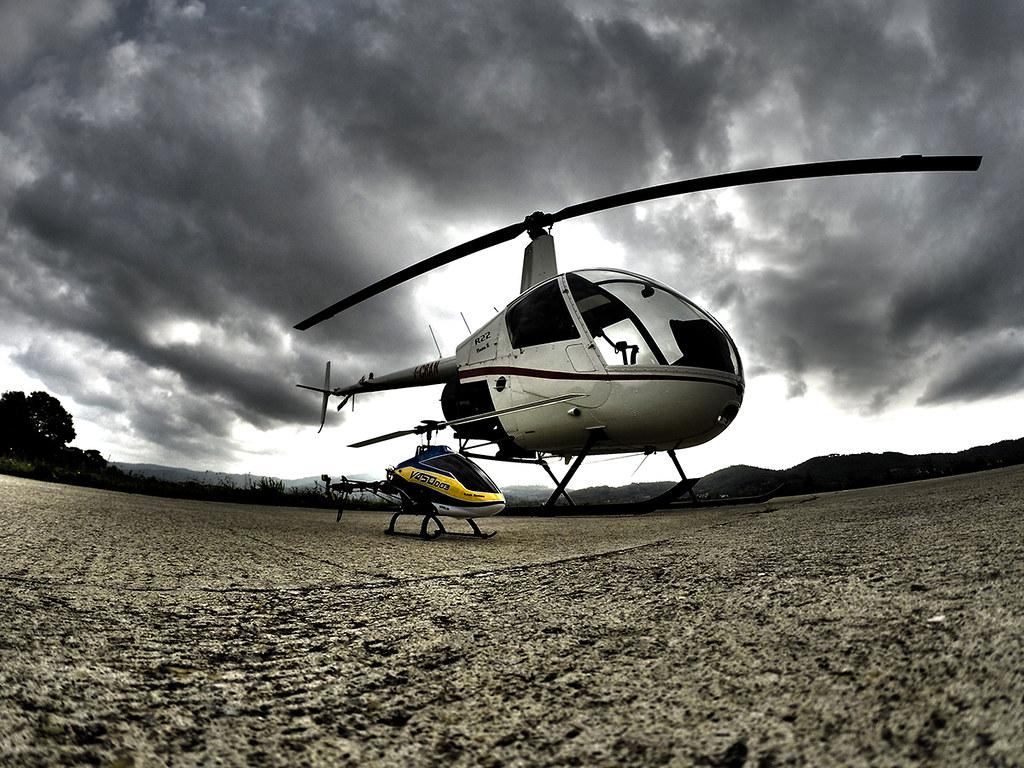 Elicottero R22 : I mezzi di urbe volontariato e protezione civile elicottero e jeep