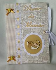 Para começar nosso dia de fofuras esse lindo diário da gestação !!!  Encomenda de Ritinha   Ótima opção para presentear a futura mamãe !  www.elo7.com.br/revartesanatos   #mamae #diariodamamae #diariodagestacao #diariodagravidez #gestante #gravida