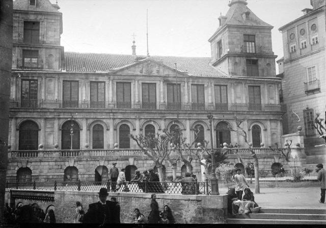 Plaza del Ayuntamiento en 1899. Fotografía de René Ancely © Marc Ancely, signatura ANCELY_1899_2546_2550