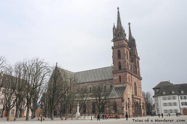 BASEL - Münsterplatz / Basler Münster
