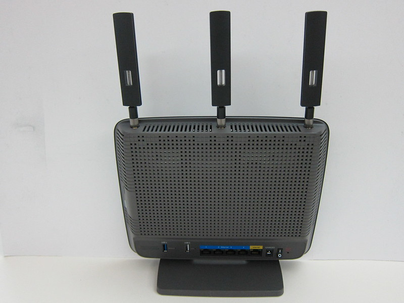 Linksys EA9200 - With Antennas Back
