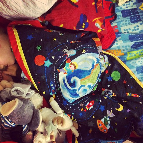 One more handmade gift I created is this simple nap-sized kid quilt with planets and rocket ships. LB loves it!