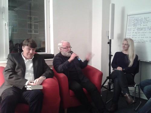 Der rote Sessel der SPD Harburg zum 25. Todestag von Herbert Wehner.