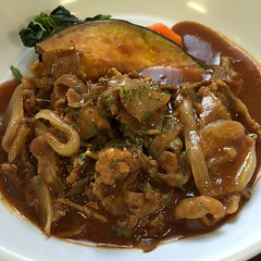 meat(0.0), char kway teow(0.0), gravy(1.0), stew(1.0), curry(1.0), vegetable(1.0), produce(1.0), food(1.0), dish(1.0), cuisine(1.0), chinese food(1.0), gumbo(1.0),