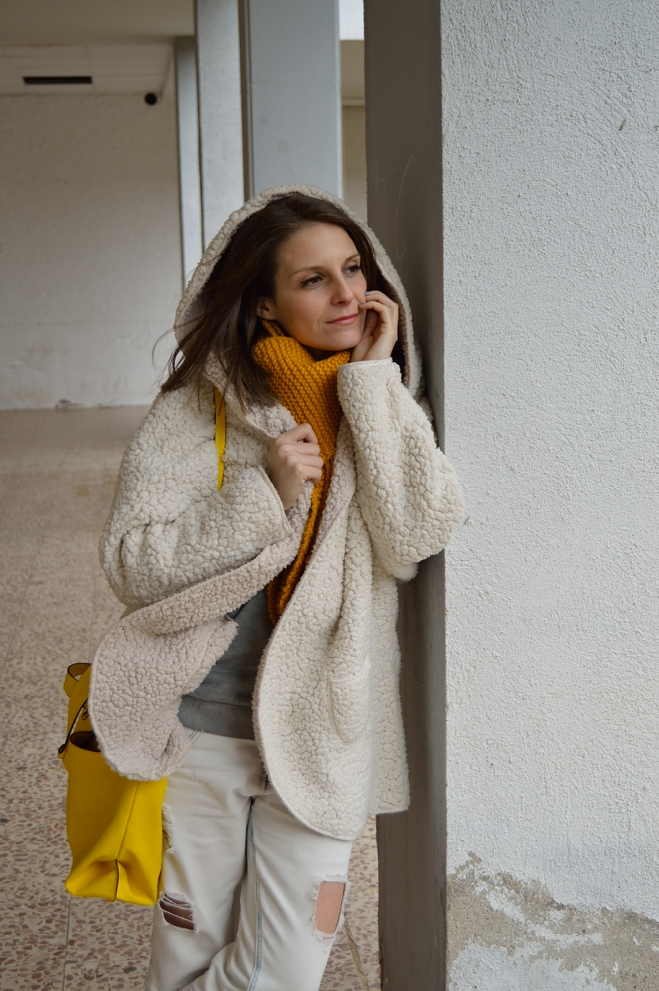 lara-vazquez-mad-lula-style-white-pop-of-yellow